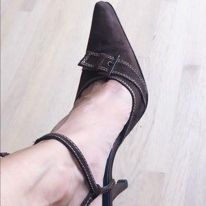 Beautiful shoes, worn twice on studio setting.